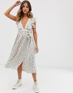 Платье миди в горошек с глубоким вырезом и оборками на плечах Glamorous - Мульти