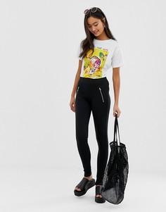 Черные зауженные брюки с карманами на молнии QED London - Черный