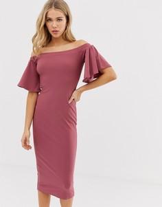 Платье миди с открытыми плечами и рукавами-оборками Glamorous - Розовый