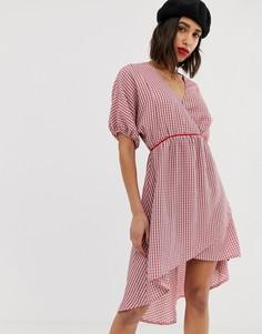 Клетчатое платье с V-образным вырезом и рукавами-кимоно Lost Ink - Розовый