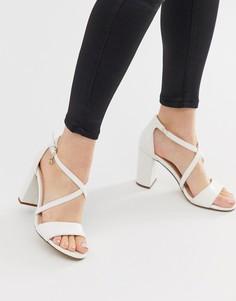 Босоножки на блочном каблуке с перекрестными ремешками Miss KG - Белый