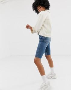 Синие джинсовые шорты до колен Weekday - Синий