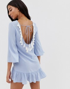 Голубое пляжное платье с глубоким вырезом на спине и кисточками Boohoo - Синий