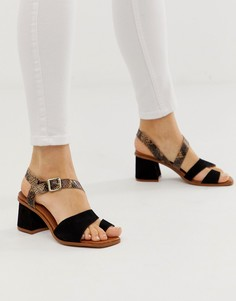 Замшевые босоножки на блочном каблуке с петлей для большого пальца ASOS DESIGN Premium - Hickery - Черный