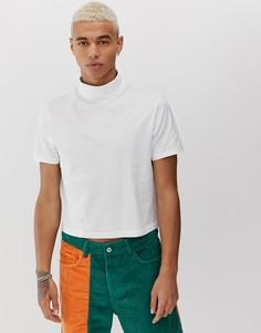 Короткая белая футболка с отворачивающимся воротником ASOS DESIGN - Белый