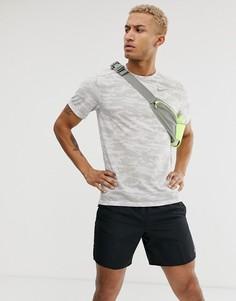 Белая футболка хаки с камуфляжным принтом Nike Running - Rise 365 - Белый