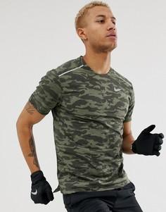 Футболка хаки с камуфляжным принтом Nike Running - Rise 365 - Зеленый