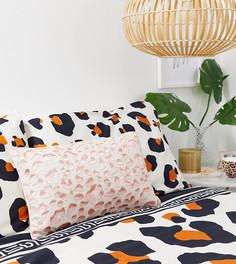 Розовая прямоугольная подушка с леопардовым узором River Island - Розовый