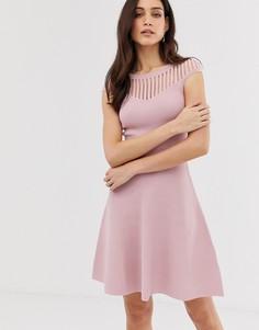 Трикотажное приталенное розовое платье со свободной юбкой French Connection - Розовый