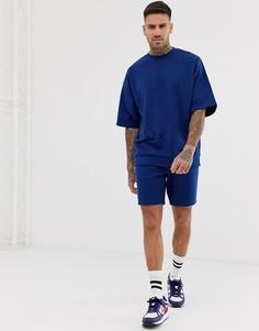 Спортивный костюм с oversize-свитшотом с короткими рукавами и облегающими шортами яркого темно-синего цвета ASOS DESIGN - Темно-синий