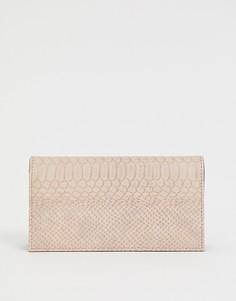 Кошелек с эффектом крокодиловой кожи ASOS DESIGN - Розовый