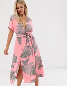 Чайное платье миди с завязкой и пальмовым принтом Glamorous - Розовый