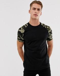 Черная футболка с камуфляжным принтом на рукавах реглан Bershka - Зеленый