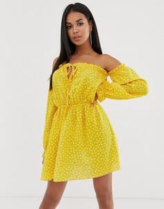 Желтое платье мини в горошек с открытыми плечами Koco & K - Оранжевый