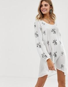 Свободное платье с цветочной вышивкой и вырезом на спине En Creme - Белый