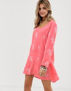 Свободное платье с цветочной вышивкой и вырезом на спине En Creme - Розовый