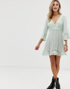 Короткое приталенное платье со вставками из цветочного кружева En Creme - Зеленый