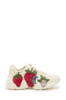 Кроссовки с ягодным принтом Rhyton Gucci