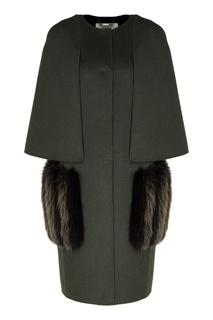Зеленое пальто с меховой отделкой Fendi