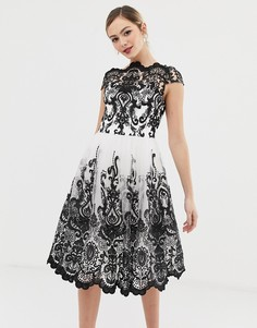 Монохромное кружевное премиум-платье миди для выпускного со спущенными плечами Chi Chi London-Мульти