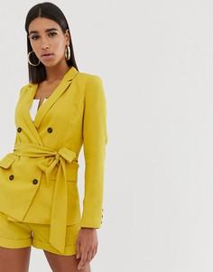 Двубортный блейзер с поясом-завязкой (из комплекта) Fashion Union-Желтый