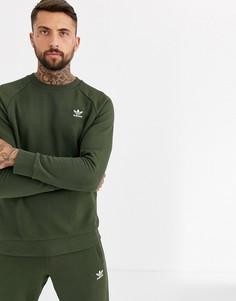Свитшот цвета хаки с маленьким вышитым логотипом adidas Originals essentials-Зеленый