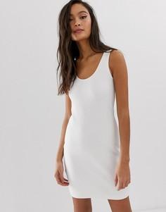 Белое трикотажное облегающее платье Weekday-Белый