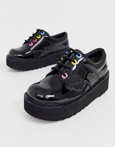 Черные кожаные лакированные туфли на массивной плоской подошве и с разноцветными люверсами Kickers Kick Lo-Черный