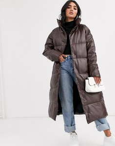 Длинное дутое пальто из искусственной кожи шоколадного цвета ASOS DESIGN-Коричневый