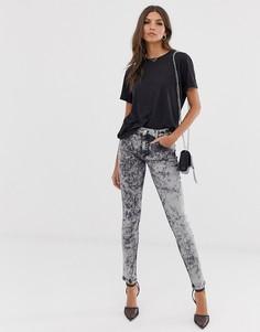 Зауженные джинсы с эффектом кислотной стирки French Connection-Серый