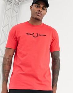 Розовая футболка с вышитым логотипом на груди Fred Perry-Розовый