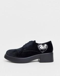 Туфли на плоской массивной подошве со шнуровкой Love Moschino-Черный