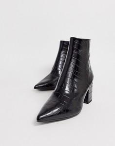 Черные ботинки на блочном каблуке, с острым носком и эффектом крокодиловой кожи New Look-Черный
