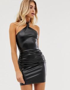 Облегающее платье из полиуретана с халтером и сборками In The Style-Черный