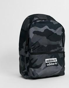 Рюкзак с камуфляжным принтом adidas Originals-Черный