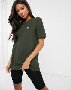 Футболка цвета хаки с логотипом adidas Originals Essential-Зеленый