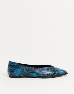 Темно-синие балетки с высокой союзкой и эффектом змеиной кожи ASOS DESIGN-Мульти