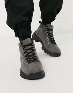 Серые походные ботинки из искусственной замши ASOS DESIGN-Серый