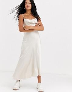 Светлое атласное платье-комбинация макси со свободным воротом Miss Selfridge-Бежевый