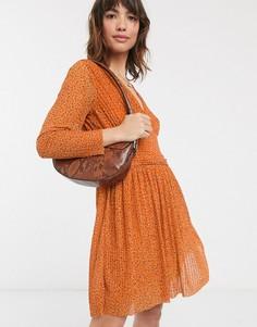 Плиссированное платье мини в горошек с V-образным вырезом French Connection-Оранжевый