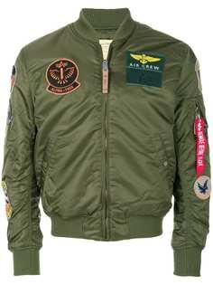 Alpha Industries куртка-бомбер с нашивками