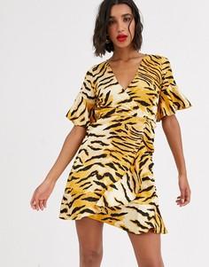 Платье мини с запахом и тигровым принтом AX Paris-Мульти
