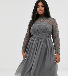 Темно-серое кружевное платье миди Chi Chi London Plus-Серый