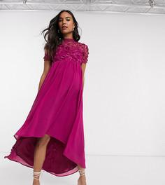 Платье миди цвета фуксии с асимметричным краем и кружевной отделкой Chi Chi London Maternity-Розовый