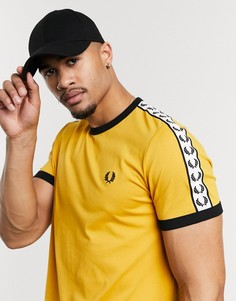 Желтая футболка с кантом Fred Perry-Желтый