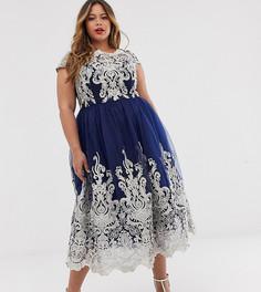 Платье миди для выпускного с кружевом металлик и открытыми плечами Chi Chi London Plus Premium-Темно-синий