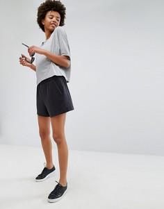 Черные свободные шорты из ткани купро Monki-Черный