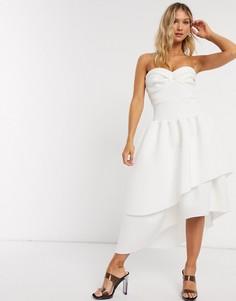 Платье бандо миди для выпускного с чашечками и ярусной юбкой ASOS DESIGN-Кремовый