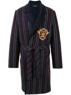 Dolce & Gabbana пальто-халат в полоску с нашивкой