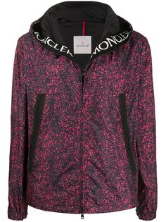 Moncler куртка с капюшоном и абстрактным принтом